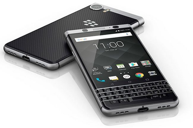 Смартфон BlackBerry KeyOne c QWERTY-клавиатурой